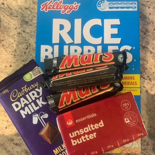 ingredients for a mars bar rice krispie cake