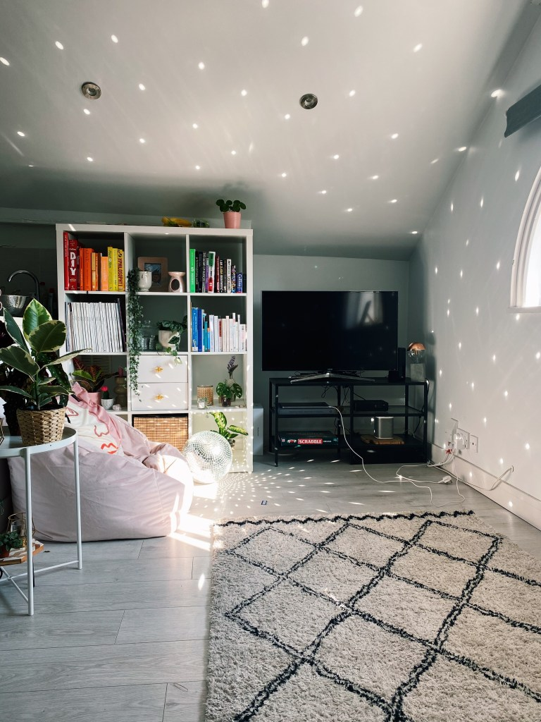 What I Rent: Rosie, Southsea - living room and tv