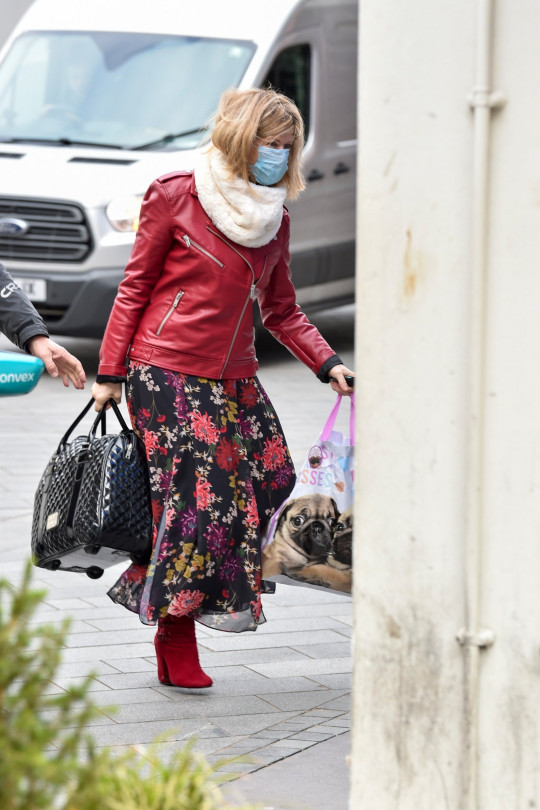 BGUK_2089771 - London, UNITED KINGDOM - Kate Garraway pictured arriving at the Global studios for her Smooth radio show Pictured: Kate Garraway BACKGRID UK 15 MARCH 2021 BYLINE MUST READ: RUSHEN / BACKGRID UK: +44 208 344 2007 / uksales@backgrid.com USA: +1 310 798 9111 / usasales@backgrid.com *UK Clients - Pictures Containing Children Please Pixelate Face Prior To Publication*
