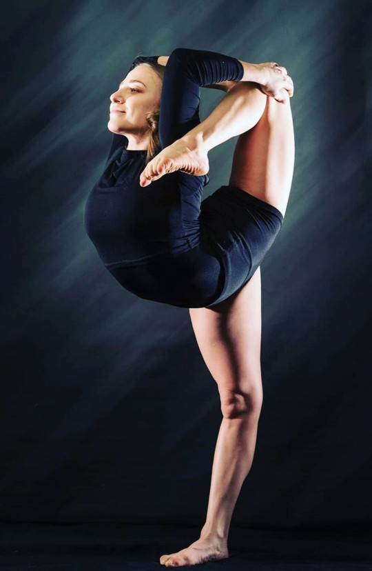 Anastasia is a contemporary dancer and contortionist, during a photoshoot in 2020