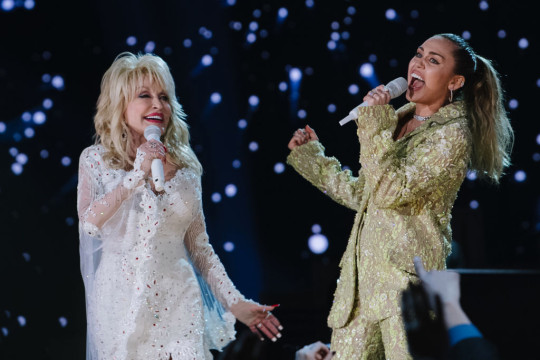 Dolly Parton performs with Miley Cyrus at 61st Annual GRAMMY Awards