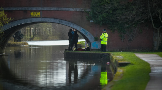 Police, firefighters and paramedics have been called after a body was discovered in a canal near the centre of Leigh. Two roads, Mather Lane and Henry Street, have been cordoned off with a large number of emergency service vehicles present. A spokesperson for GMP said that the body of a person had been found in the water at the canal late last night. Witnesses spotted police in an area around Henry Street at around 11.30pm.