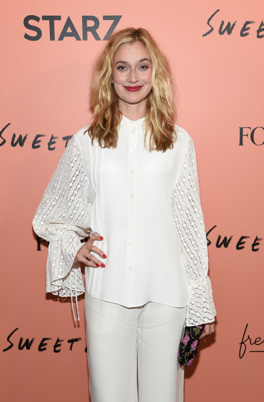 Caitlin Fitzgerald at red carpet event