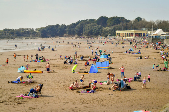 People on the beach at Barry Island, Wales. Picture date: Wednesday March 31, 2021. The UK may be about to experience its hottest March on record with temperatures forecast to soar to around 25C (77F). PA Photo. Photo credit should read: Ben Birchall/PA Wire