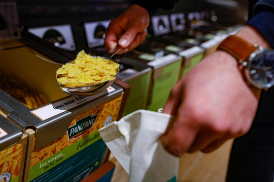 A picture taken on March 9, 2021 shows Panzani pastas on sell as loose products in the grocery area of a supermarket in Paris. (Photo by Thomas SAMSON / AFP) (Photo by THOMAS SAMSON/AFP via Getty Images)
