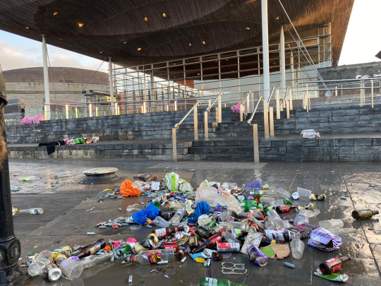 Cardiff Bay again left under piles of rubbish after hundreds gather to party.