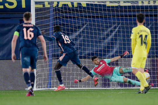 Nicolas Pepe scored from the penalty spot in Arsenal's 1-1 draw against Villarreal