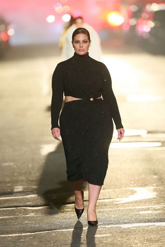 New York, NY - Models look striking as they walk for Michael Kors 2021 fashion show at Times Square in New York City. Pictured: Ashley Graham BACKGRID USA 8 APRIL 2021 BYLINE MUST READ: T.JACKSON / BACKGRID USA: +1 310 798 9111 / usasales@backgrid.com UK: +44 208 344 2007 / uksales@backgrid.com *UK Clients - Pictures Containing Children Please Pixelate Face Prior To Publication*