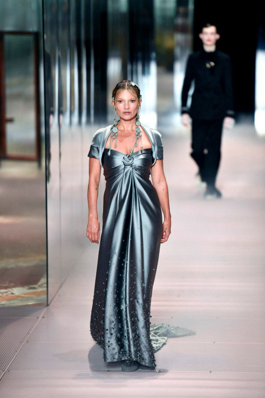 Kate Moss in fashion show