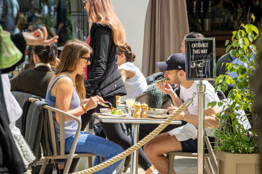 Mandatory Credit: Photo by Alex Lentati/LNP/Shutterstock (11975269ab) Londoner finally get to enjoy their lunch in the sunshine in Chelsea southwest London as the Met Office forecast sunshine and warm weather for the South East over the Bank Holiday weekend with temperatures predicted to hit up to 22c. Mini heatwave for the Bank Holiday Weekend, London, UK - 27 May 2021