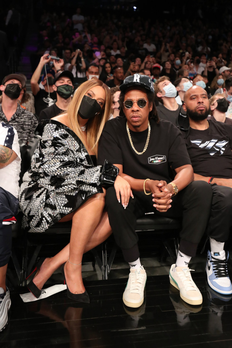 Beyonce and Jay Z at basketball game
