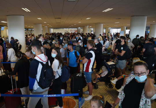 Faro airport's departure lounge was filled to the brim on Sunday, mostly with Brits rushing home to avoid extra travel restrictions, set to come into force next week