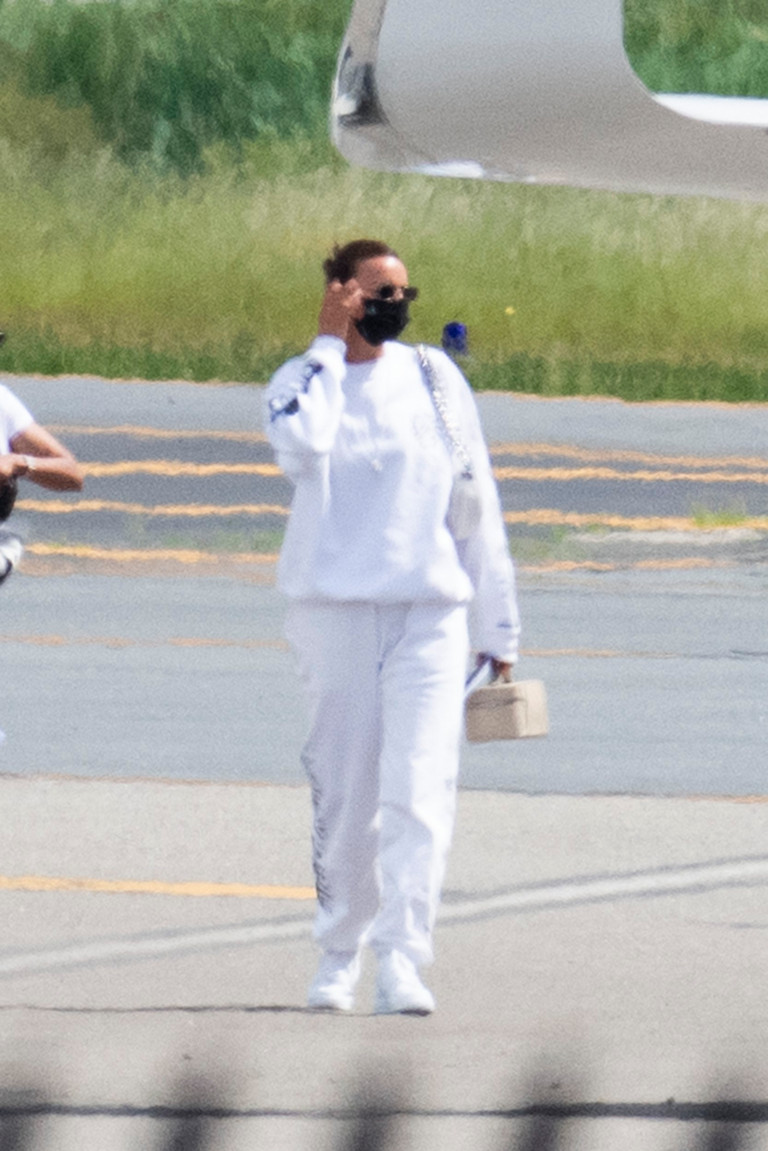 Hot new couple Irina Shayk and Kanye West touchdown at New York's Teterboro Airport today (June 9) after jetting back from Provence, where they spent Kanye's 44th birthday living it up at a luxurious boutique hotel. Pictured: Irina Shayk Ref: SPL5231575 090621 NON-EXCLUSIVE Picture by: SplashNews.com Splash News and Pictures USA: +1 310-525-5808 London: +44 (0)20 8126 1009 Berlin: +49 175 3764 166 photodesk@splashnews.com World Rights,