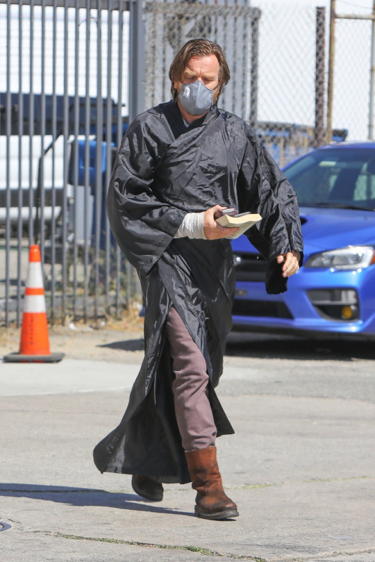 Los Angeles, CA - *EXCLUSIVE* - Ewan McGregor was seen for the first time on set of the highly-anticipated Star Wars: Obi-Wan Kenobi limited series for Disney+. Though diehard fans have seen the 50-year-old actor in his iconic costume before, the crew made sure his new ensemble was kept under wraps as he wore a long black trench coat over it while heading to the soundstage. Pictured: Ewan McGregor BACKGRID USA 11 JUNE 2021 USA: +1 310 798 9111 / usasales@backgrid.com UK: +44 208 344 2007 / uksales@backgrid.com *UK Clients - Pictures Containing Children Please Pixelate Face Prior To Publication*