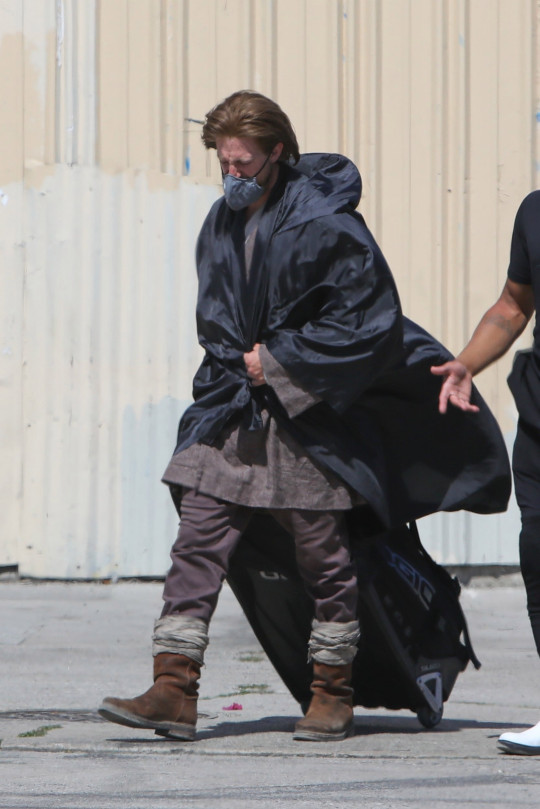 Los Angeles, CA - *EXCLUSIVE* - Ewan McGregor was seen for the first time on set of the highly-anticipated Star Wars: Obi-Wan Kenobi limited series for Disney+. Though diehard fans have seen the 50-year-old actor in his iconic costume before, the crew made sure his new ensemble was kept under wraps as he wore a long black trench coat over it while heading to the soundstage. Pictured: Obi-Wan Kenobi BACKGRID USA 11 JUNE 2021 USA: +1 310 798 9111 / usasales@backgrid.com UK: +44 208 344 2007 / uksales@backgrid.com *UK Clients - Pictures Containing Children Please Pixelate Face Prior To Publication*