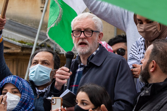 ?? Licensed to London News Pictures. 16/05/2021. Oxford, UK. Former Labour Party leader Jeremy Corbyn addresses the crowd in Bonn Square at the 'Speak up for Palestine' demonstration held in Oxford, the crowd marched on the planned route from Manzil Way to Bonn Square in central Oxford. Photo credit: Peter Manning/LNP