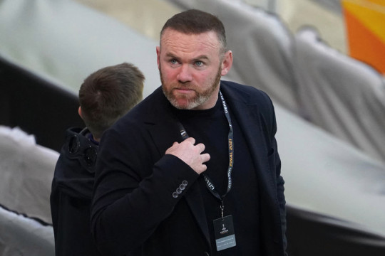 Wayne Rooney looks on during Manchester United's clash with Villarreal