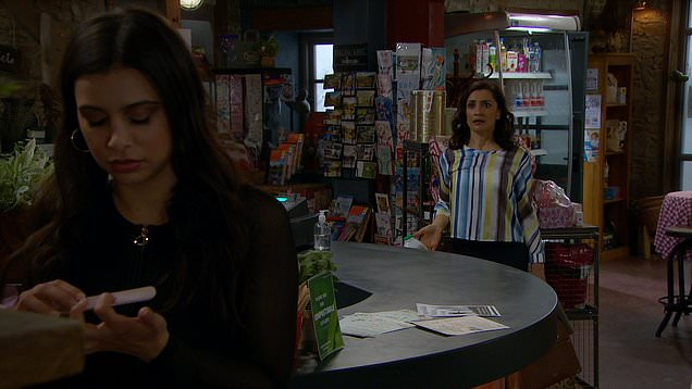 Emmerdale: Meena gets wind that Leanna's going traveling