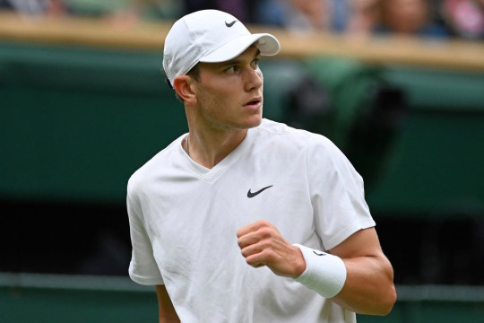 Britain's Jack Draper celebrates winning a point against Serbia's Novak Djokovic during their men's singles first round match on the first day of the 2021 Wimbledon Championships at The All England Tennis Club in Wimbledon, southwest London, on June 28, 2021.