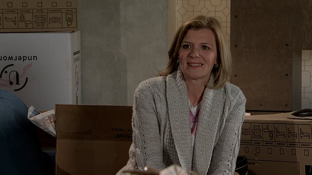 Corrie: DS Glynn shares concern that Harvey's gangs has got to Leanne