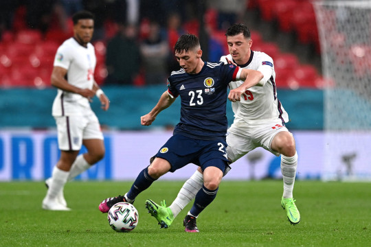 LONDON, ENGLAND - JUNE 18: Billy Gilmour of Scotland is closed down by Mason Mount of England during the UEFA Euro 2020 Championship Group D match between England and Scotland at Wembley Stadium on June 18, 2021 in London, England. (Photo by Shaun Botterill - UEFA/UEFA via Getty Images)