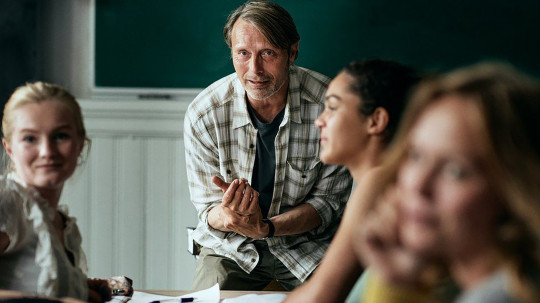 Mads Mikkelsen as teacher Martin in the classroom in Another Round