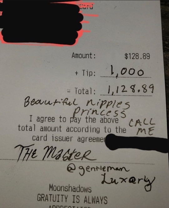 Waitress shares the VERY creepy message a customer wrote on their receipt