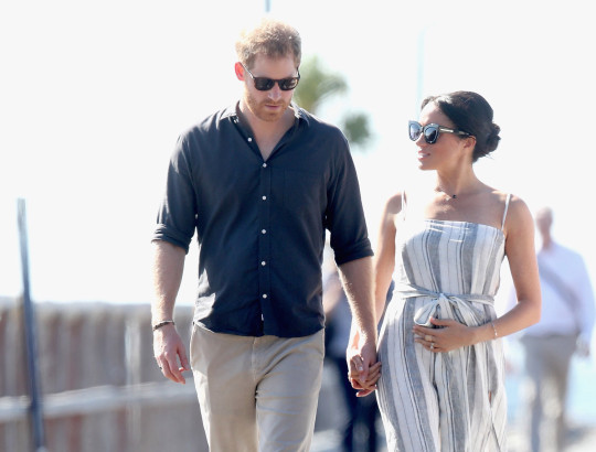 FRASER ISLAND, AUSTRALIA - OCTOBER 22: Prince Harry, Duke of Sussex and Meghan, Duchess of Sussex walk along the picturesque Kingfisher Bay Jetty on October 22, 2018 in Fraser Island, Australia. The Duke and Duchess of Sussex are on their official 16-day Autumn tour visiting cities in Australia, Fiji, Tonga and New Zealand (Photo by Chris Jackson/Getty Images)