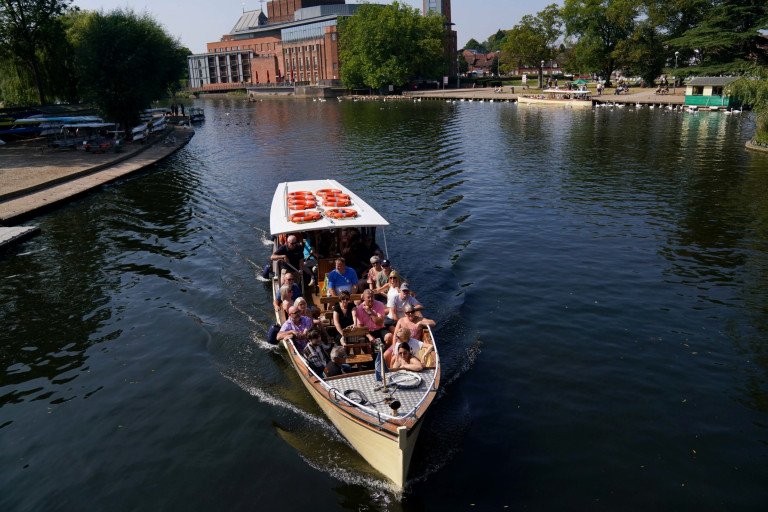 People on a boat trip during hot weather in Stratford-upon-Avon, Warwickshire. Picture date: Monday September 6, 2021. PA Photo. See PA story WEATHER Autumn. Photo credit should read: Jacob King/PA Wire