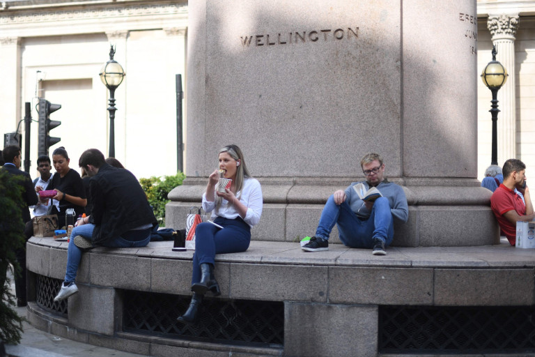 Office workers eat lunch outside as warm weather covers London on September 6, 2021. (Photo by DANIEL LEAL-OLIVAS / AFP) (Photo by DANIEL LEAL-OLIVAS/AFP via Getty Images)