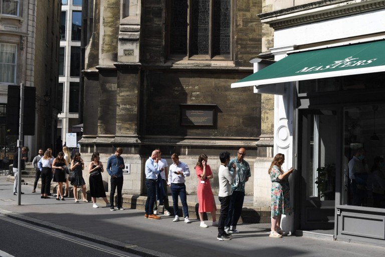 Office workers queue for lunch at eating spots in London on September 6, 2021. (Photo by DANIEL LEAL-OLIVAS / AFP) (Photo by DANIEL LEAL-OLIVAS/AFP via Getty Images)