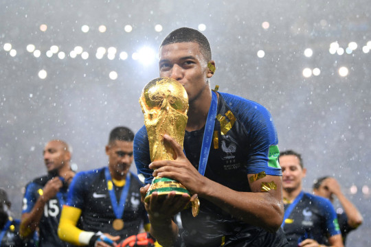 Mbappe kisses the World cup trophy