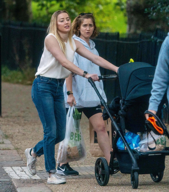 BGUK_2209083 - *EXCLUSIVE* London, UNITED KINGDOM - *WEB MUST CALL FOR PRICING BEFORE USAGE* *STRICTLY NOT AVAILABLE FOR DAILY MAIL ONLINE USAGE* Amber Heard pictured in North London with new born daughter Oonagh and friend Eve Barlow. Johnny Depp's ex Amber looked in good spirits as she smiled away as she shopped with a wet hair and bra less look. Amber is currently in London to film 'Aquaman 2' as Johnny Depp brings a new 50 million dollar legal case against her. Pictured: Amber Heard, Eve Barlow BACKGRID UK 7 SEPTEMBER 2021 UK: +44 208 344 2007 / uksales@backgrid.com USA: +1 310 798 9111 / usasales@backgrid.com *UK Clients - Pictures Containing Children Please Pixelate Face Prior To Publication*