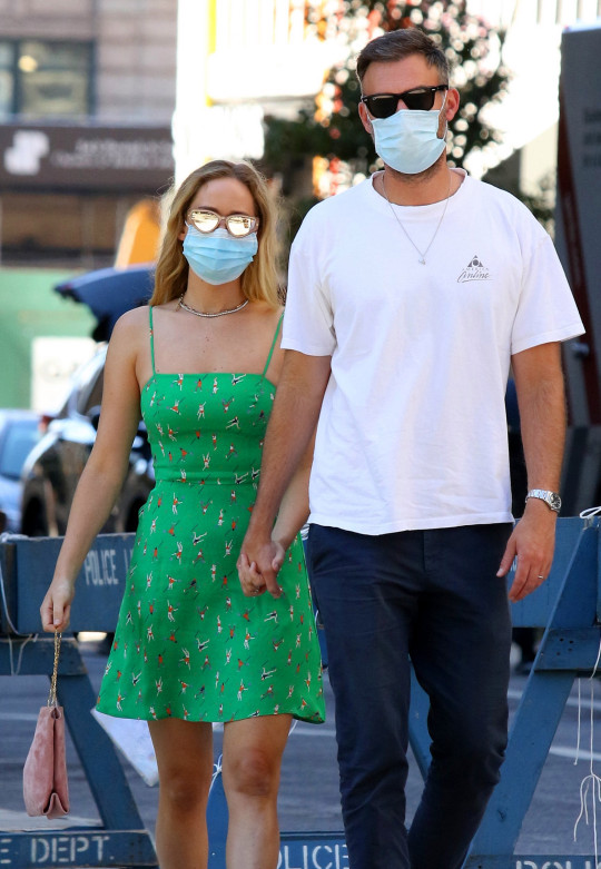 Jennifer Lawrence and husband Cooke Maroney step out to have lunch on Labor Day weekend in New York